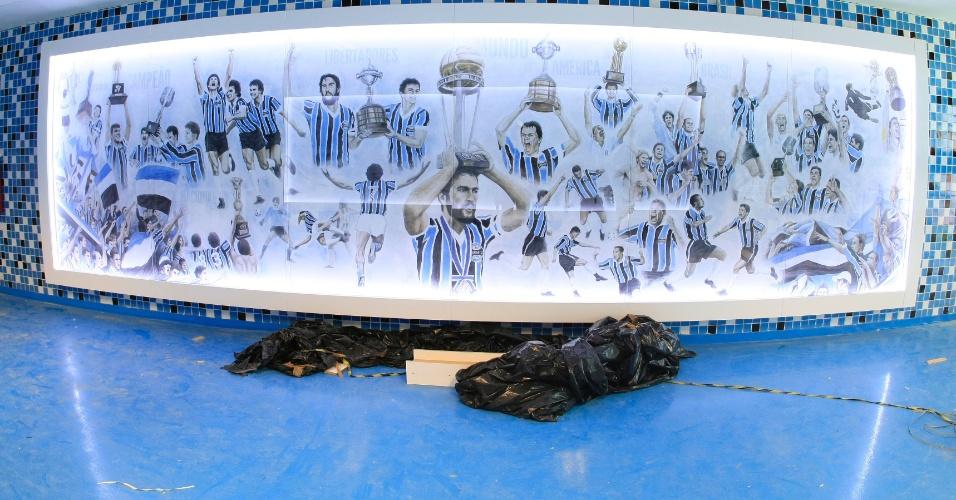 Segundo painel que leva do vestiário ao campo da Arena do Grêmio