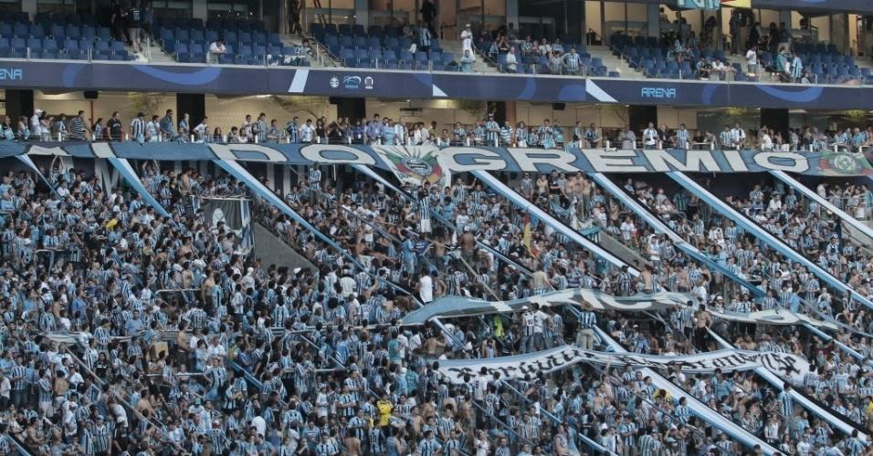 08.dez.2012-Torcedores do Grêmio lotam arquibancadas da nova Arena do Clube em Porto Alegre