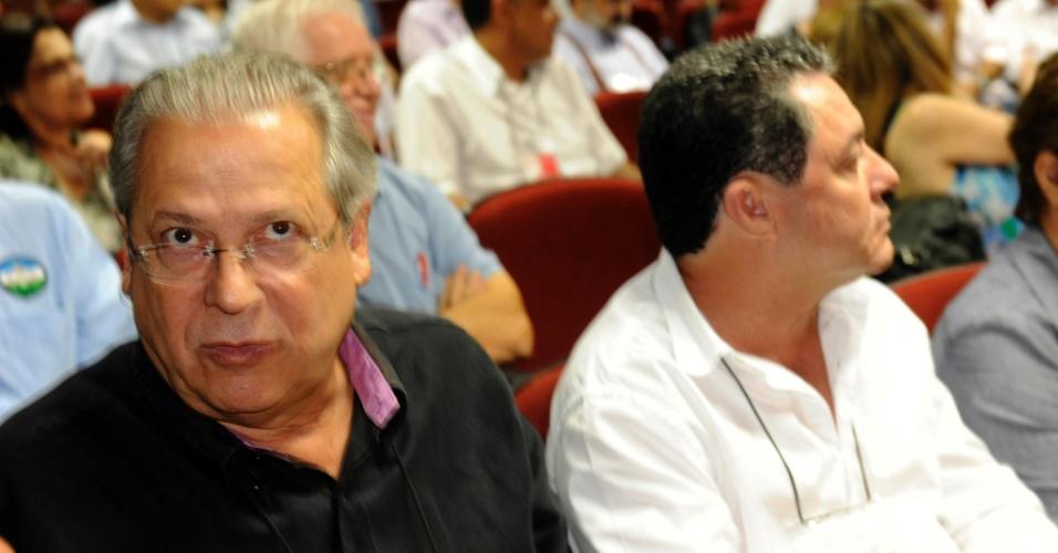 8.dez.2012 - O ex-ministro da Casa Civil do governo Lula José Dirceu, condenado no julgamento do mensalão, participa de reunião do diretório nacional do PT em Brasília