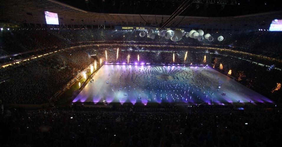 Bailarinos tomam campo da Arena do Grêmio, inaugurada neste sábado em Porto Alegre