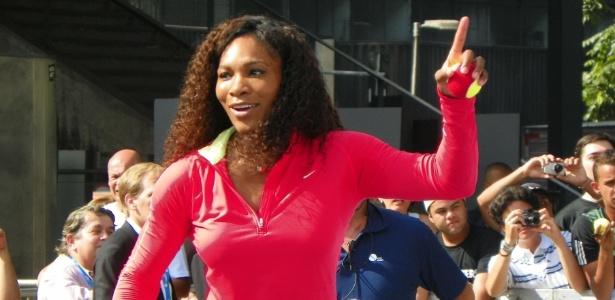 Norte-americana Serena Williams mostrou bom humor mesmo com o calor - Antoine Morel/UOL
