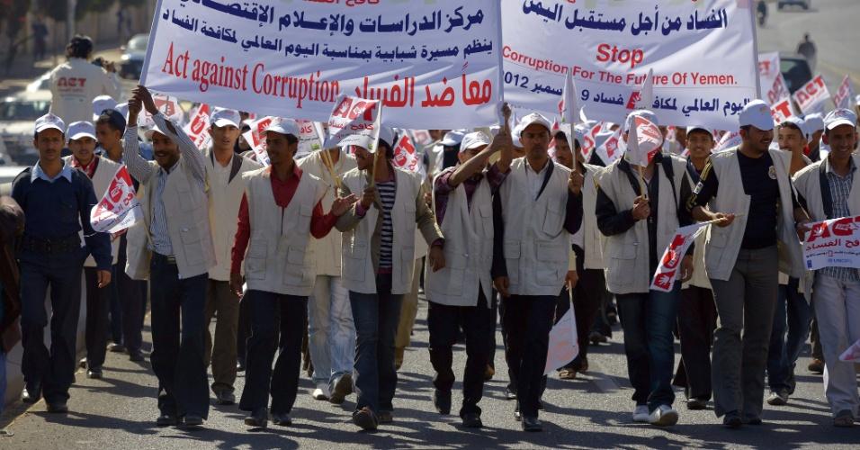 9.dez.2012 - Manifestantes fazem protesto pelo Dia Internacional da Corrupção, em Sana, no Iêmen