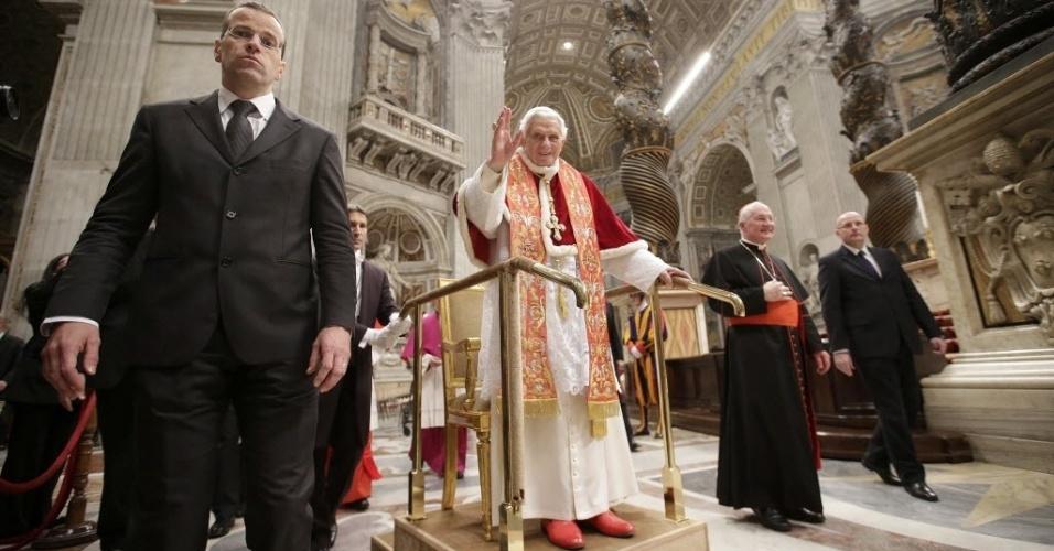 9.dez.2012 - Missa celebrada pelo papa Bento 16 abriu o congresso