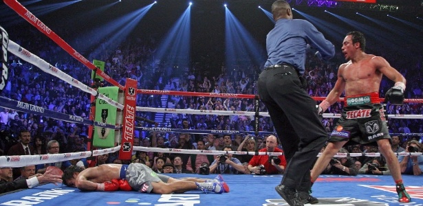 Manny Pacquiao fica desacordado na lona ao ser nocauteado por Juan Manuel Marquez
