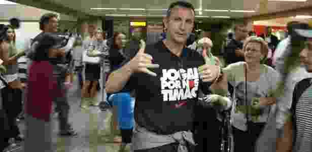 Neto com uma camiseta em referência ao Corinthians; conselheiro, ele diz querer ser presidente - Aiuri Rebello/UOL