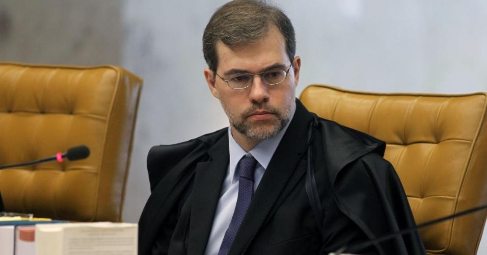 10.dez.2012 - O ministro Dias Toffoli participa de sessão do julgamento do mensalão que analisa se cabe ao STF determinar a perda de mandato dos deputados condenados no processo
