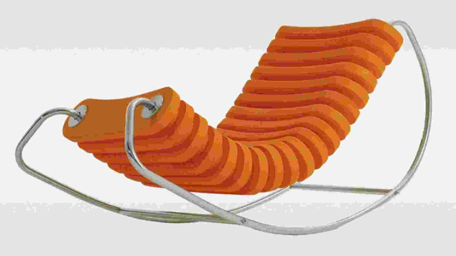 Cadeiras estilosas, ombrelones, guarda-sóis, bóias, almofadas... veja as sugestões para renovar a área da piscina, como esta esteira. A cadeira de balanço também pode ser usada dentro da piscina, já que a armação de aço inox polido e anéis leves permite a flutuação. Da Obravip (www.obravip.com.br), o produto sai por R$ 1.817,10   Preços consultados em dezembro de 2012 e sujeitos a alterações - Divulgação