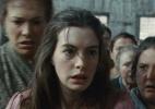 """E a melhor atriz coadjuvante é Anne Hathaway, pelo papel de Fantine em """"Os Miseráveis"""". """"Espero que Fantine só exista na história e não na vida de ninguém"""", disse a atriz"""