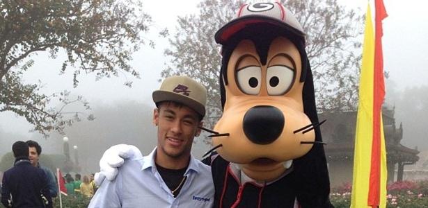 Neymar passa férias na Disney com a família 28d09e5c8af63