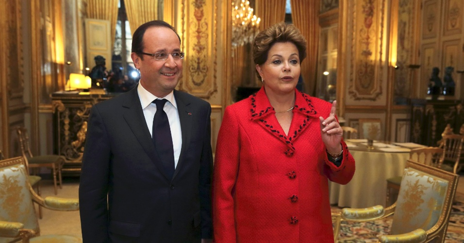 11.dez.2012 - A presidente Dilma Rousseff foi recebida pelo presidente da França, François Hollande, no Palácio do Eliseu, em Paris. Nesta terça-feira, Dilma iniciou uma visita oficial de dois dias ao país