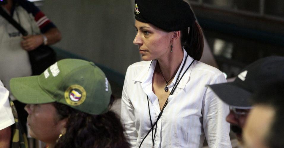 19.nov.2012 - A guerrilheira holandesa das Farc, Tanja Nijmeijer, chega ao Palácio das Convenções de Havana, em Cuba, para inicar a segunda rodada de conversas com o governo colombiano para negociar um acordo de paz entre os dois lados
