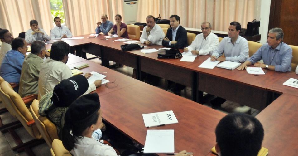 20.nov.2012 - Fotografia divulgada pela presidência da Colômbia mostra as equipes de negociadores do governo colombiano e das Farc, no segundo dia de conversas da segunda fase de negociação do acordo de paz entre os dois lados