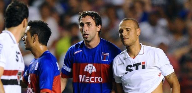 Donatti em confronto contra o São Paulo em 2012, quando atuava pelo Tigre-ARG - Daniel Garcia/AFP