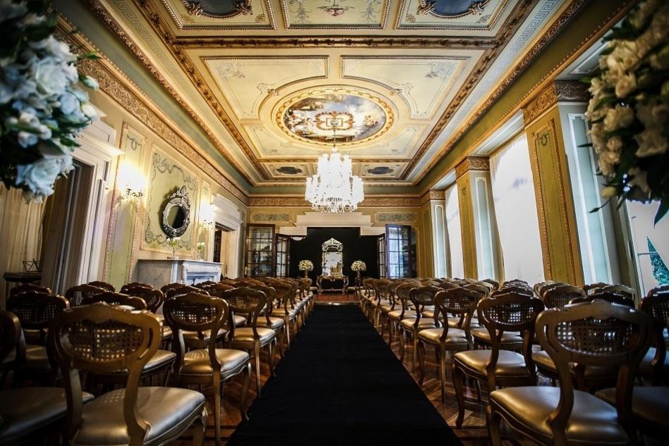 Caminho da noiva em um dos salões do Castelo do Batel (www.castelodobatel.com.br)