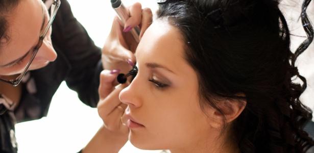Os primeiros testes de beleza da noiva devem ser feitos dois a três meses antes do casamento - Thinkstock