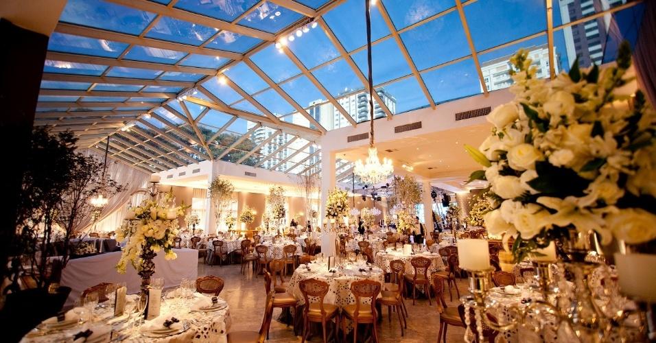 O espaço do Castelo do Batel (www.castelodobatel.com.br)em Curitiba, no Paraná, comporta coquetéis para até 2.500 convidados