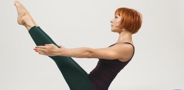 Modalidades como pilates ajudam a corrigir vícios posturais que fazem com que a barriga pareça maior do que é - Thinkstock