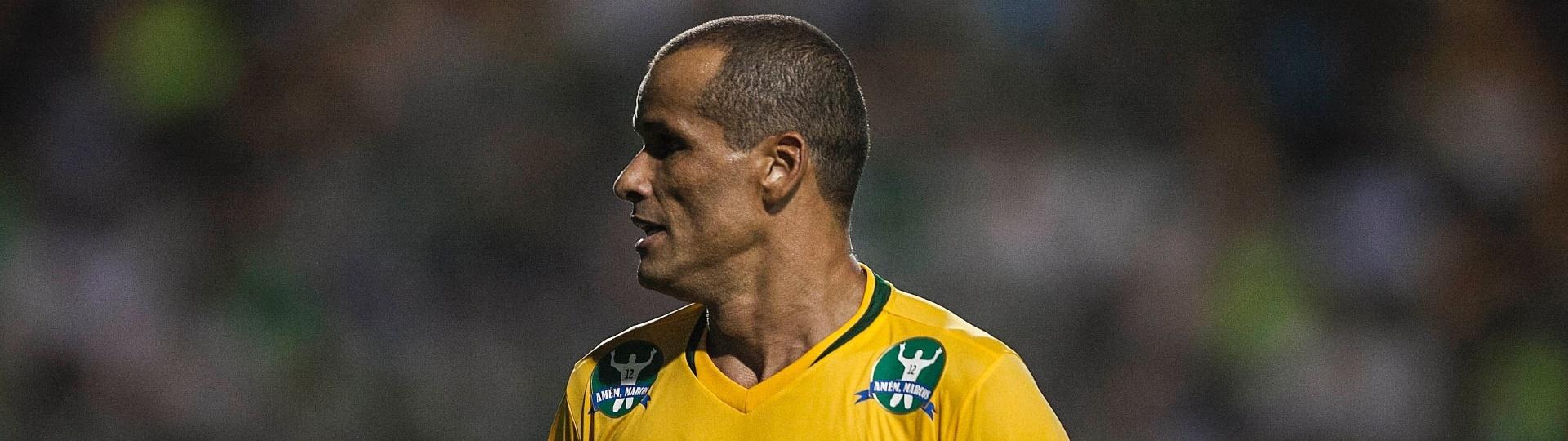 11.dez.2012- Rivaldo jogou pelo time da seleção de 2002 no jogo de despedida do goleiro Marcos do futebol