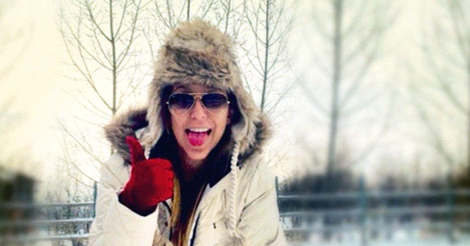 12.dez.2012 - Reprodução de imagem de site de relacionamento mostra estudante brasileira Nicolle Vettori, 17. Ela morreu na noite da última segunda-feira (10) no Canadá. A causa da morte ainda é desconhecida