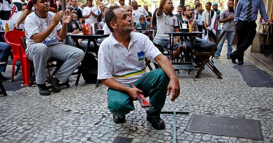 Funcionário de companhia de gás ganha apelido de corintianos: homem-bomba