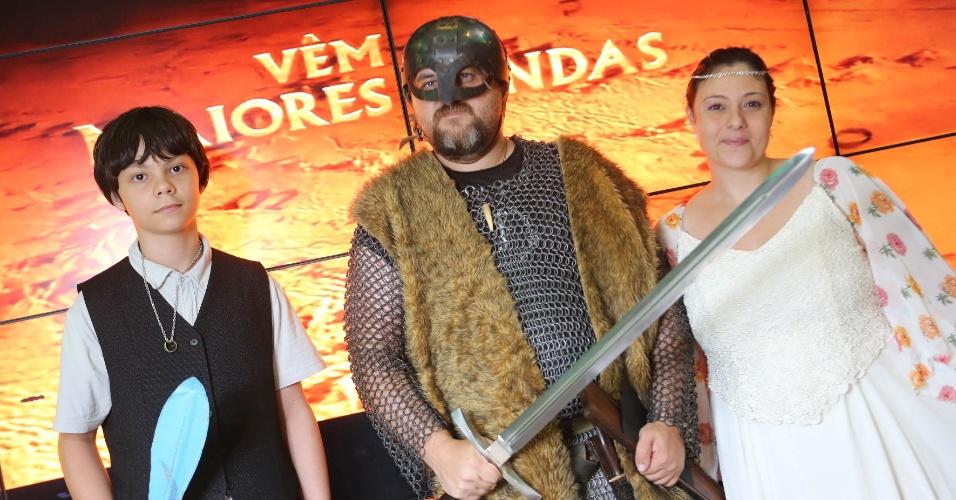 João Felipe, Fabiano Losker e Viviane durante a pre-estreia de