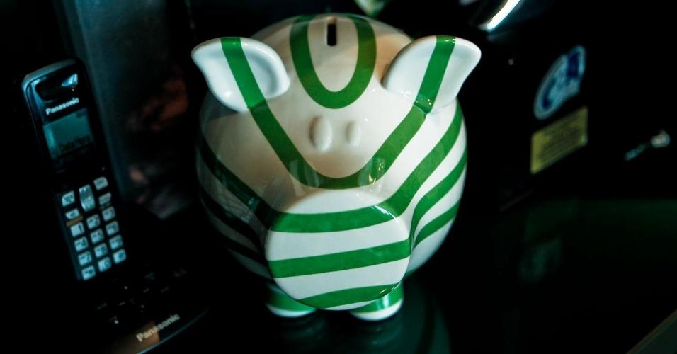 No seu escritório, vários itens fazem referência ao Palmeiras, seu clube de coração