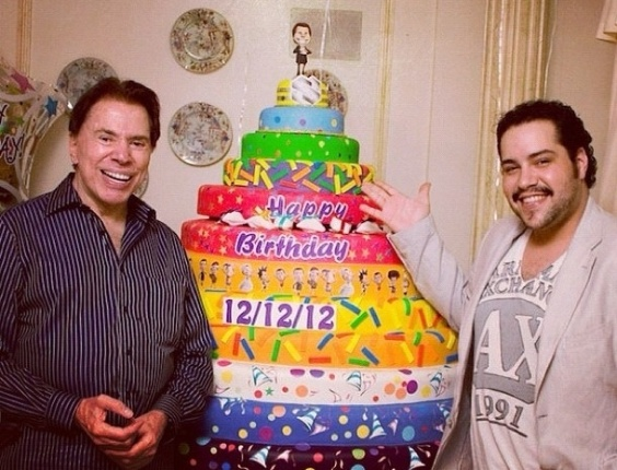 13.Dez.2012 - O ator Tiago Abravanel publicou no Instagram foto com o avô, o apresentador Silvio Santos, para celebrar os 82 anos dele, completados no dia 12