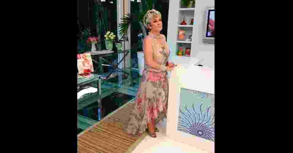"""Em novembro, o vestido com estampa floral usado por Ana Maria Braga, no programa """"Mais Você"""", foi o mais pedido na Central de Atendimento ao Telespectador da Globo. O modelo é da Le Lis Blanc - Reprodução TV Globo"""