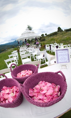 Imagem de matéria sobre como incluir cestas na decoração do casamento