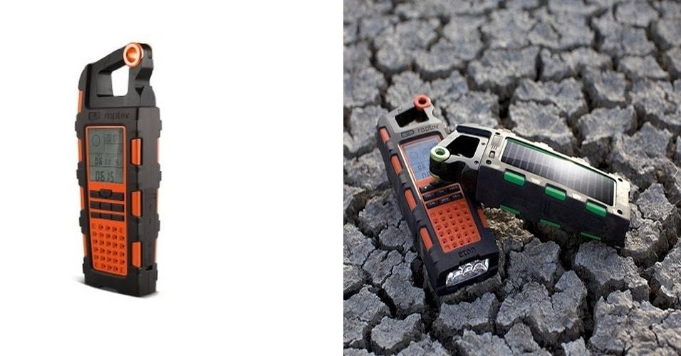 O Raptor é um gadget equipado com altímetro, barômetro, bússola, lanterna LED, alarme e abridor de garrafas. O aparelho também funciona como rádio de emergência, sintonizando as frequências AM, FM e WB. O produto pode ser abastecido em tomada comum ou com energia solar. A entrada USB serve para abastecer outros gadgets. Por U$ 100 (cerca de R$ 200) na Amazon