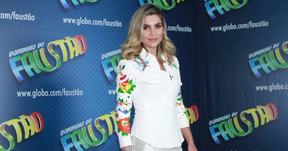 14.dez.2012 - Flávia Alessandra participa de gravação do programa