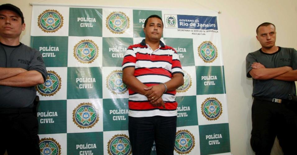 17.abr.2012 - O acusado de tráfico de drogas Marcos Paulo Moreira, também conhecido como Marquinhos Sem Cérebro, é apresentado na Divisão de Homicídios da Polícia Civil do Rio de Janeiro