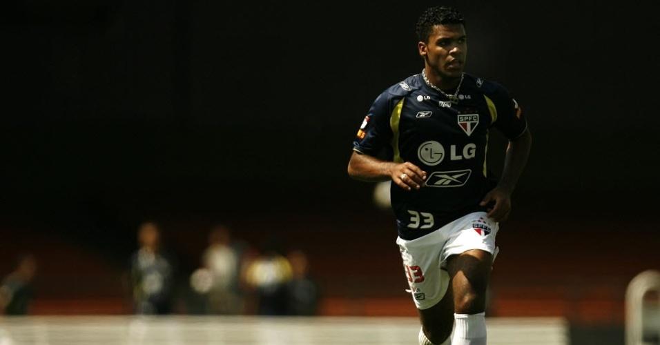 23.nov.2007 - Breno, então no São Paulo, participa de treino da equipe no Estádio do Morumbi