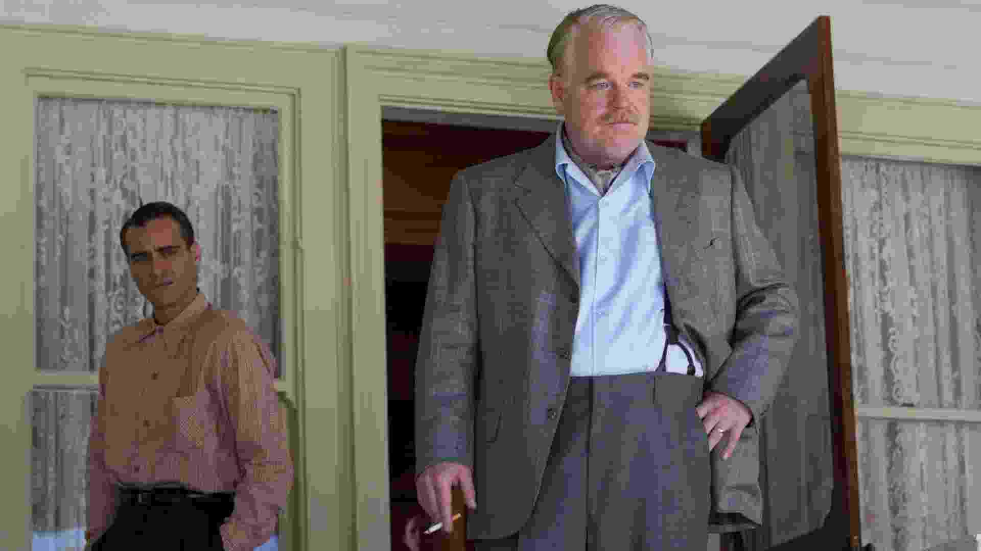 """Joaquin Phoenix e Philip Seymour Hoffman em cena de """"O Mestre"""" - Divulgação"""