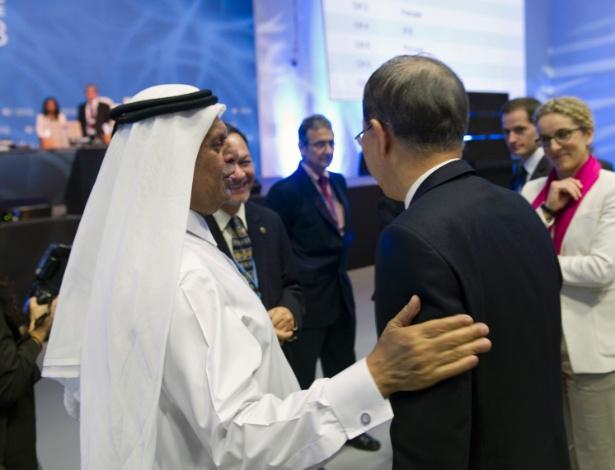 O secretário-geral da ONU, Ban Ki-moon, é recebido pelo primeiro-ministro do Catar, na abertura da COP 18, em Doha, capital do país - Mark Garten/UN Photo