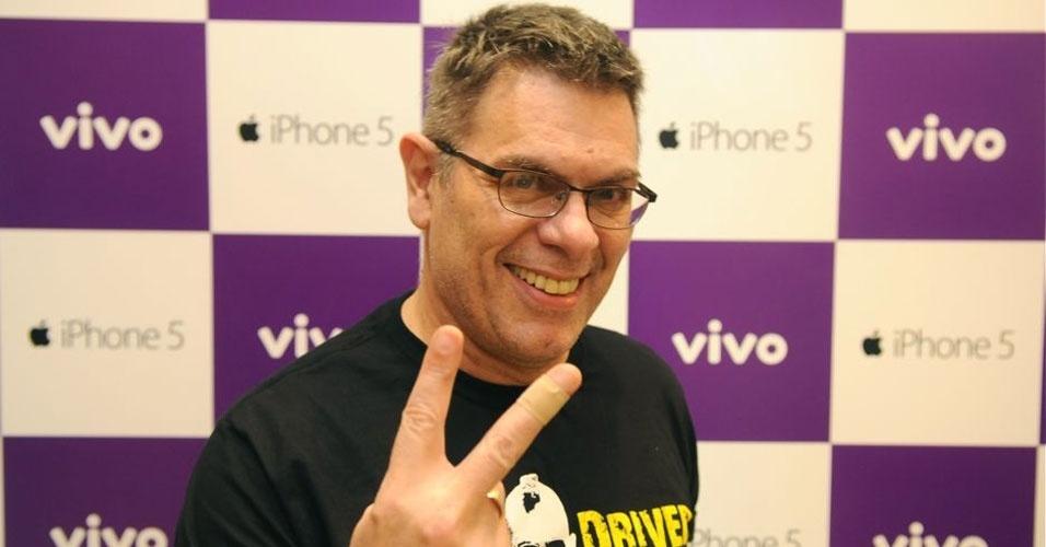 Roger, da banda Ultraje a Rigor, compareceu ao evento de lançamento do iPhone 5 na loja da Vivo do shopping Morumbi, em São Paulo