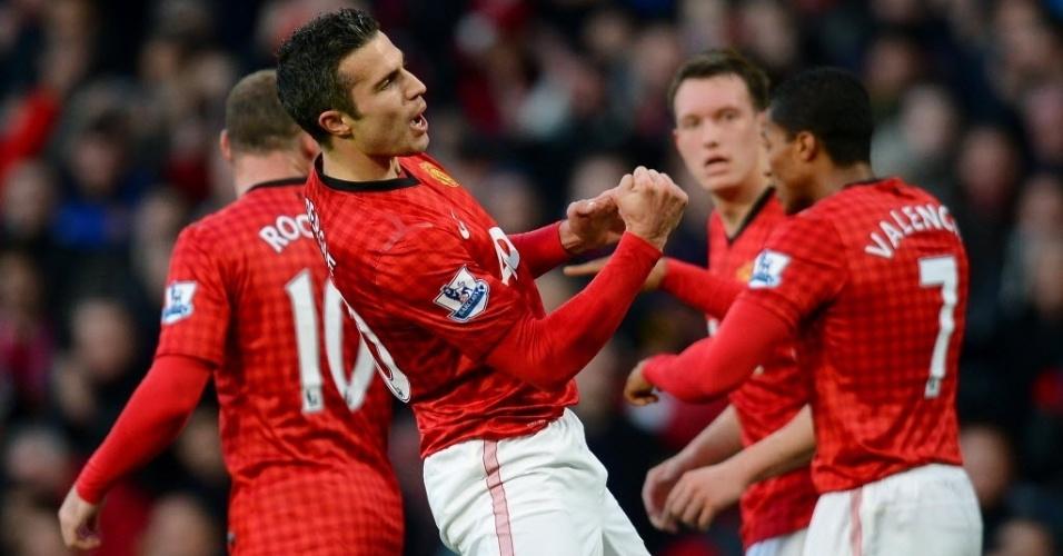 15.dez.2012 - Robin van Persie comemora depois de marcar o gol para o Manchester United na partida contra o Sunderland, pelo Campeonato Inglês