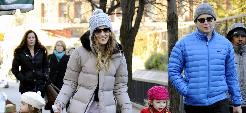 15.dez.2012 - Sarah Jessica Parker e Matthew Broderick passeiam com as filhas em Nova York  - Curtis Means/ACE Pictures/Brainpix