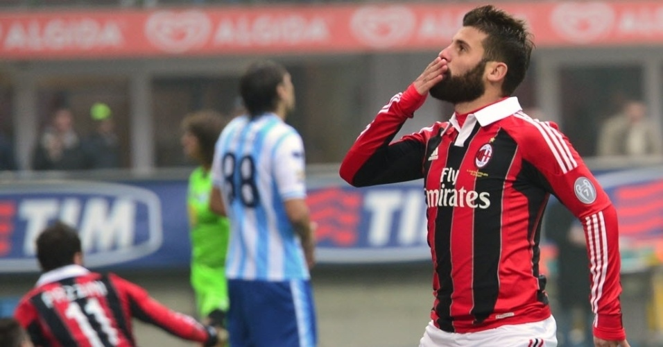 16.dez.2012 - Antonio Nocerino comemora depois de marcar para o Milan na partida contra o Pescara, pelo Campeonato Italiano
