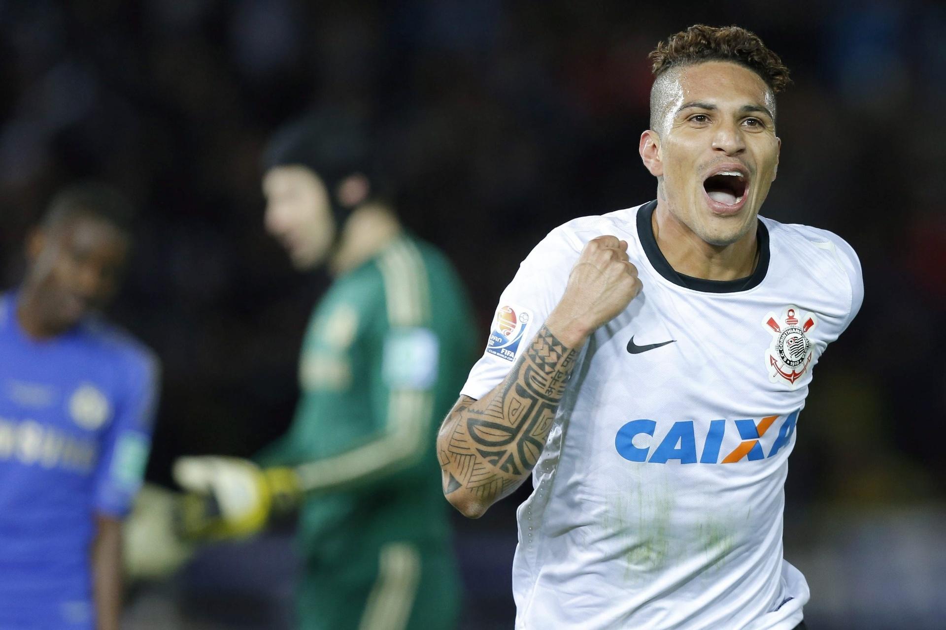 16.dez.2012 - Atacante Guerrero, do Corinthians, comemora seu gol contra o Chelsea, na final do Mundial de clubes da Fifa, em Yokohama, no Japão