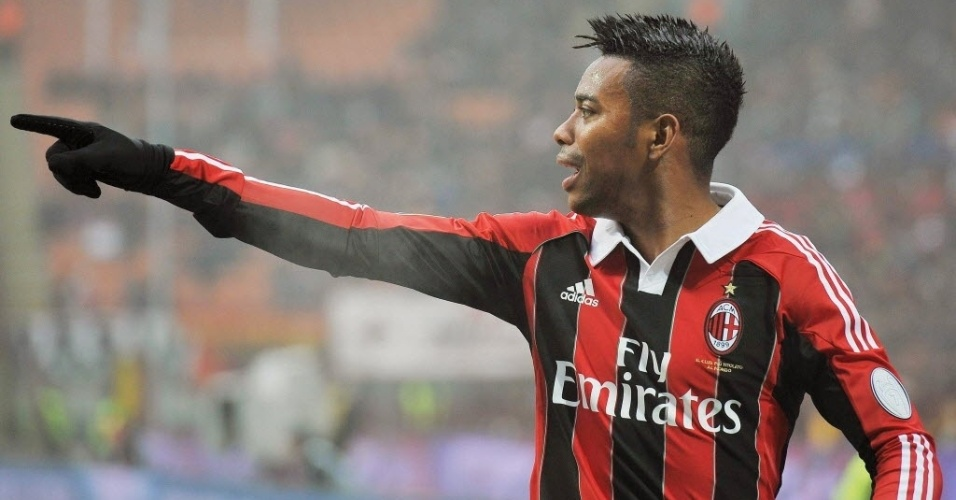 16.dez.2012 - Robinho, atacante brasileiro do Milan, gesticula durante a partida contra o Pescara, pelo Campeonato Italiano