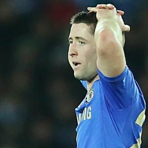 16.dez.2012 - Zagueiro Cahill, do Chelsea, que foi expulso durante a derrota por 1 a 0 para o Corinthians, pela final do Mundial de clubes da Fifa 2012