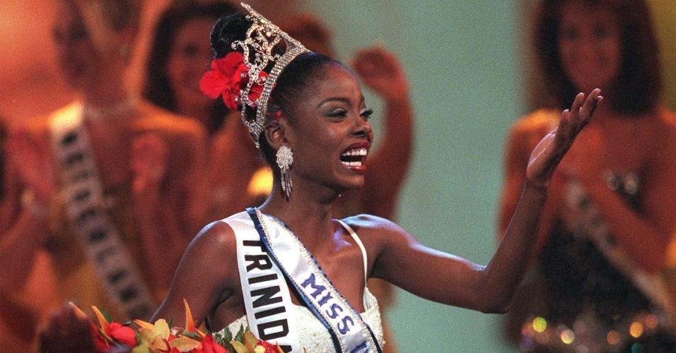 A trinitária (de Trinidad e Tobago) Wendy Fitzwilliam venceu o Miss Universo 1998, realizado no Havaí (EUA)