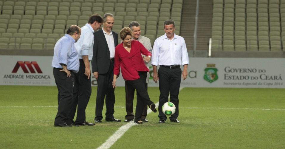 Dilma Rousseff dá o pontapé inicial na Arena Castelão, primeiro estádio da Copa de 2014 que foi concluído