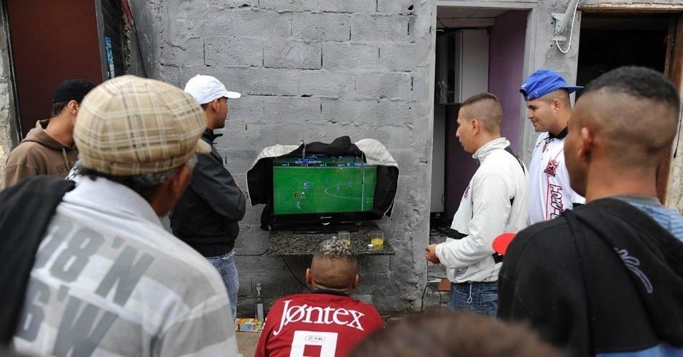 No fim do jogo em Itaquera, já com garoa forte, a tensão no ar era densa