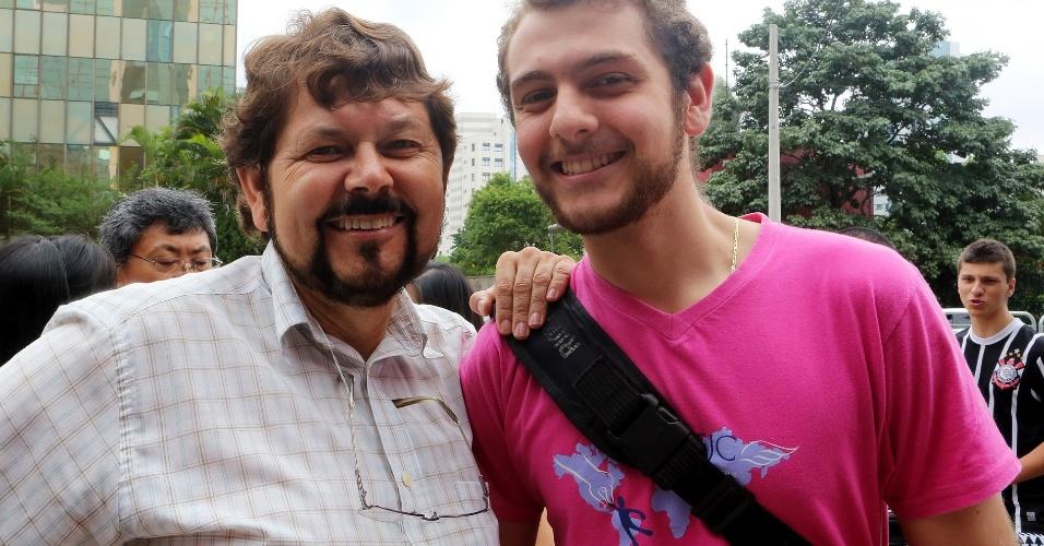 O pai de Edson, 19, acompanha o filho que concorre a uma vaga de engenharia civil na Unesp