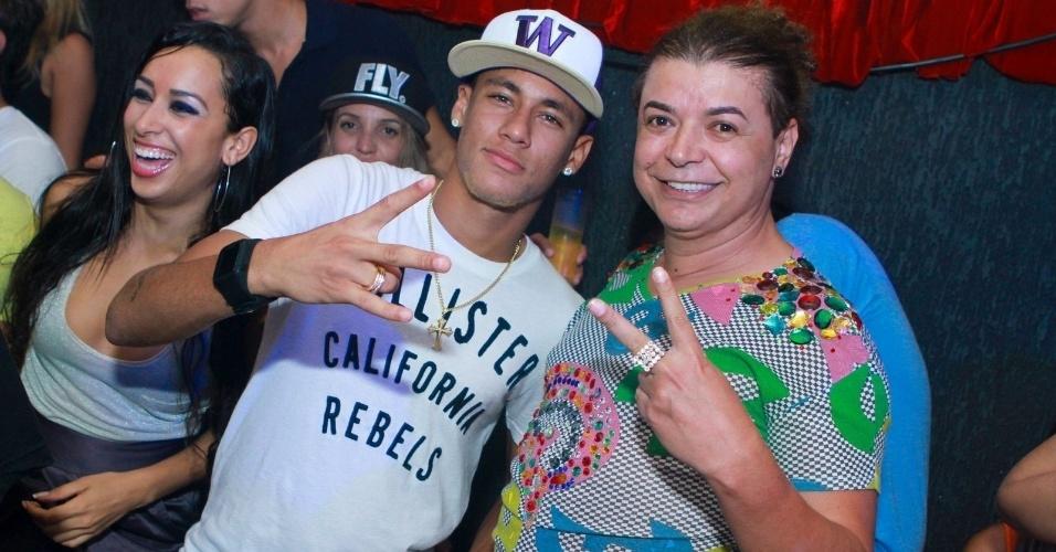 16 dez 2012 - Neymar e David Brazil curtem a balada VERÃO 021 na Barra da Tijuca, no Rio