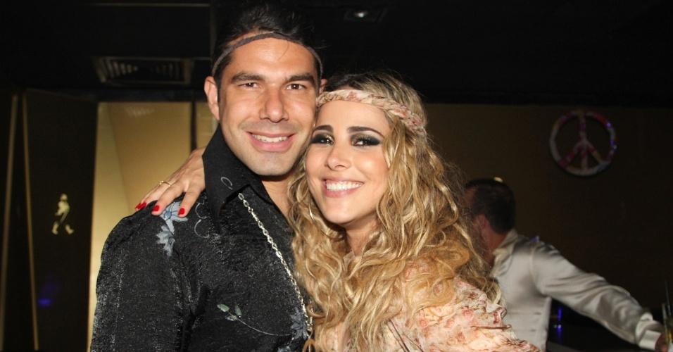 16.dez.2012 - A cantora Wanessa comemora seus 30 anos ao lado do marido, o empresário Marcus Buaiz, em festa no clube Royal, em São Paulo