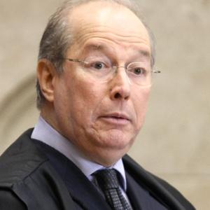 O ministro mais antigo no STF, Celso de Mello, que vai desempatar o placar pelo acolhimento ou rejeição dos embargos infringentes no julgamento do mensalão