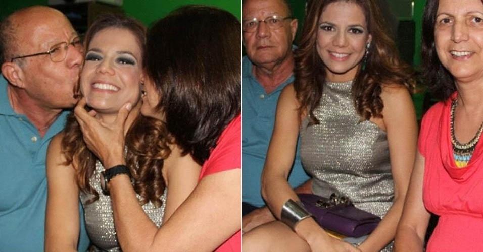 17.dez.2012 - Nívea Stelmann publica foto ganhando beijo dos pais